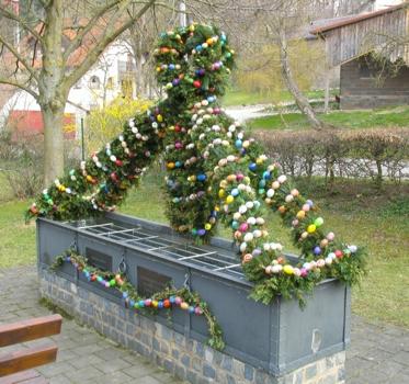 Der Staufer Osterbrunnen